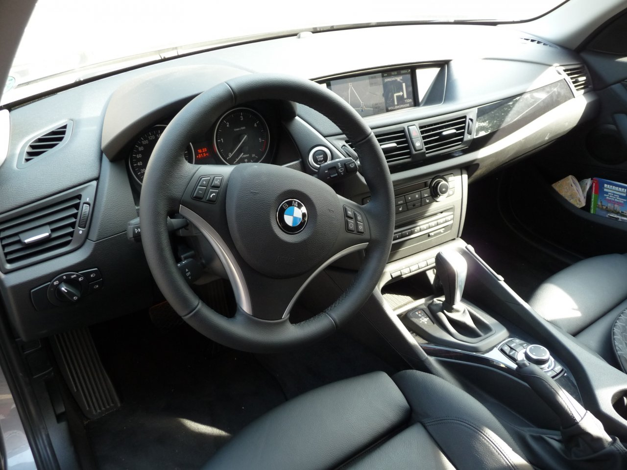 Essai bmw x1 x drive tonton greg for Interieur x1