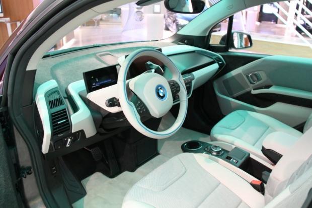 BMW Brand Store George V - BMW i3