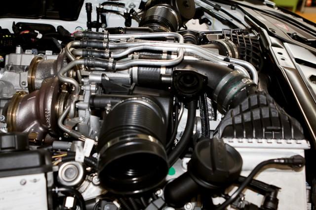 Moteur sans les entrées d'air et les convertisseurs catalytiques.