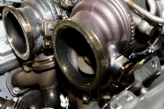 Sortie de turbo, côté échappement, avec waste gate.