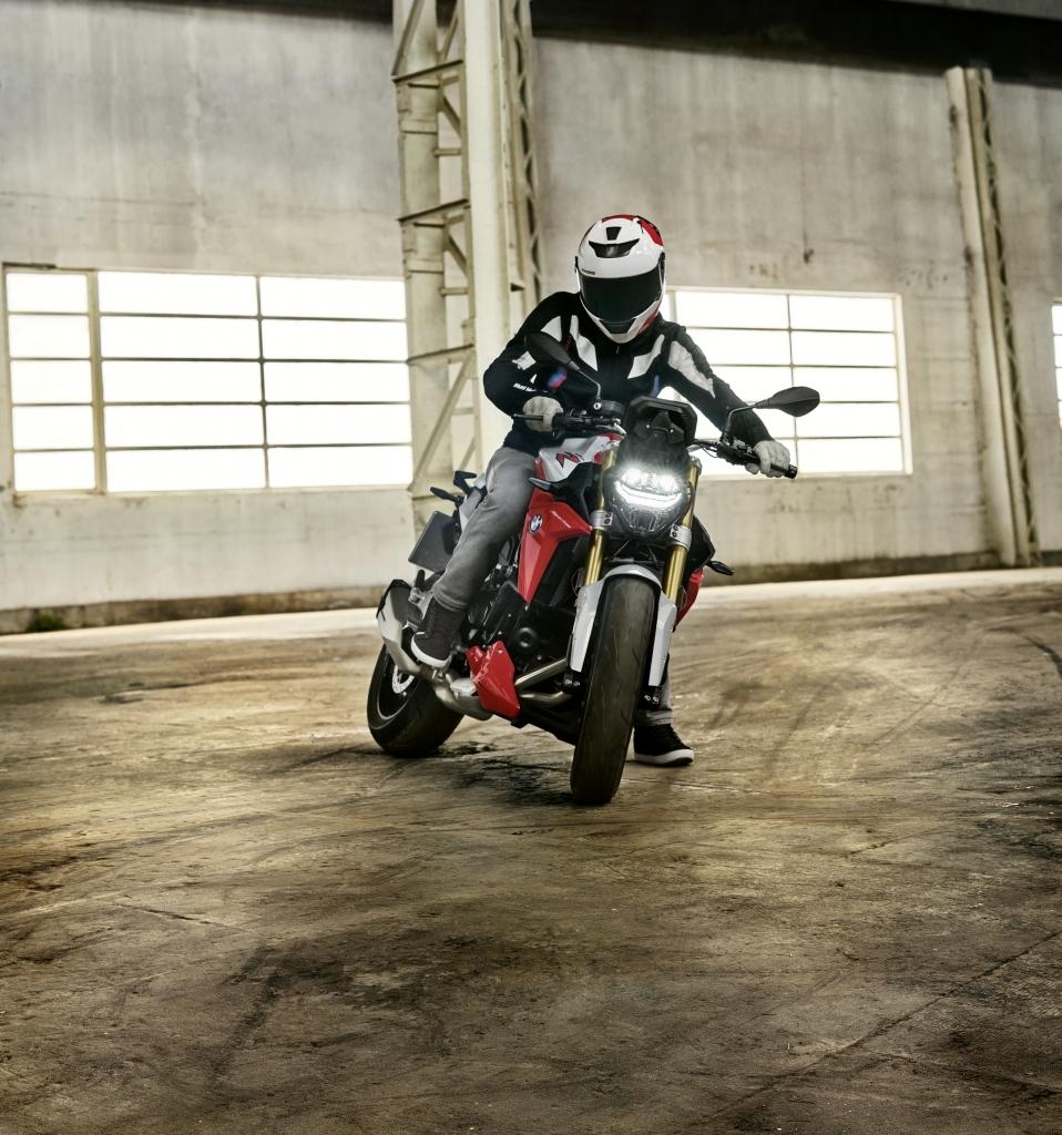 BMW-F-900-R-et-BMW-F-900-XR-2020-10