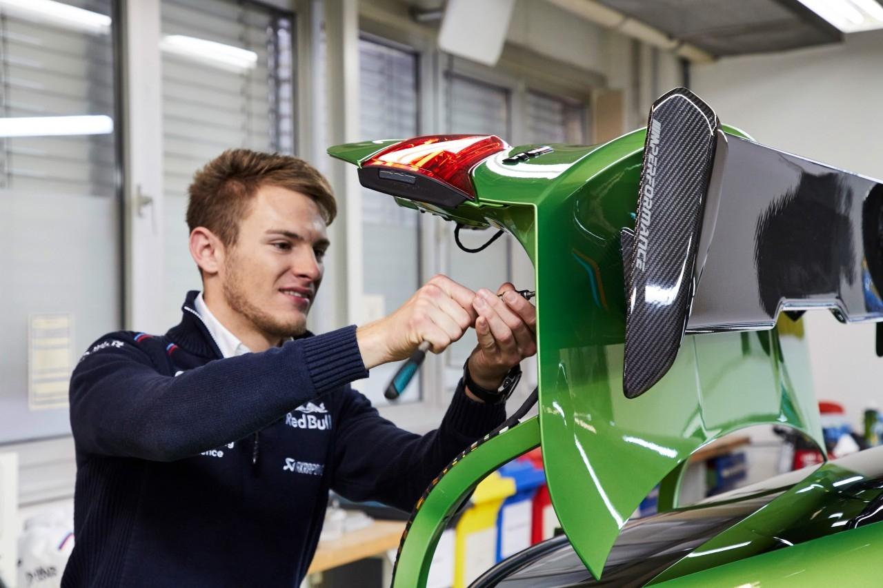 Le champion DTM Marco Wittmann reçoit une BMW M4 Coupe M Performance