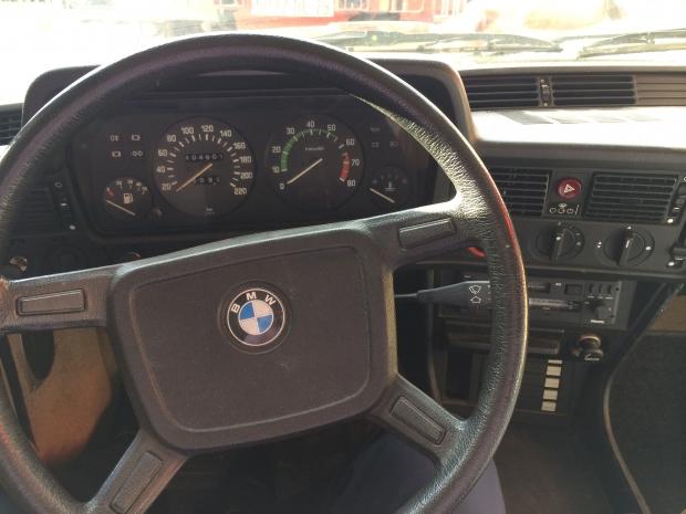 BMW_323i-12