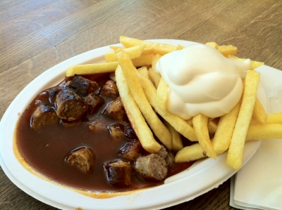Curry-Wurst Pommes